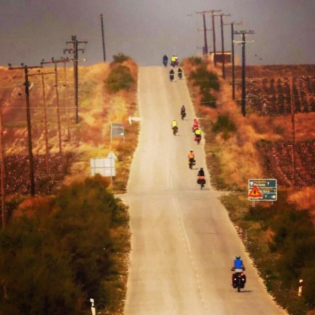 İnci tanesi gibi dizileriz yollarda, dünyanın heryeri bizim.  #cycling #cycletouring #bisiklet #bicycle #bicycletour #touring #touringbicycle