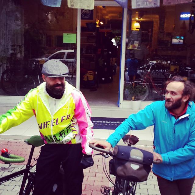 #criticalmass başlıyor!  Her ayın son cumartesisi 17de Göztepe Parkı'nda.  #cycling #bisiklet #bicycle