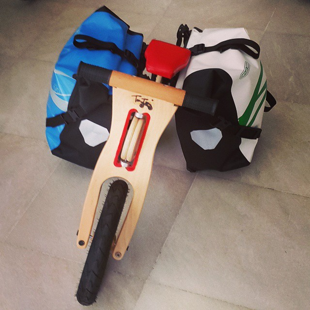 Boyu kadar çanta taşır #taytay  #bisiklet #bicycle #ortlieb #çocuk #cycling #cycletouring #touring #touringbicycle #gezgin