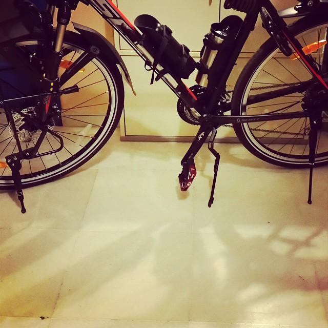 Üç ayaklı bisiklet, tripod huzurlarınızda. :) #tripod #kickstand