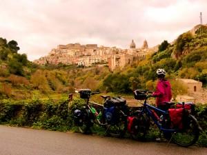 Söyleşi: Dünyanın merkezine yolculuk - Sicilya - Seçil&Alexios @ Bisiklet Gezgini - Bisikletle yolculuk uzmanı | İstanbul | İstanbul | Turkey