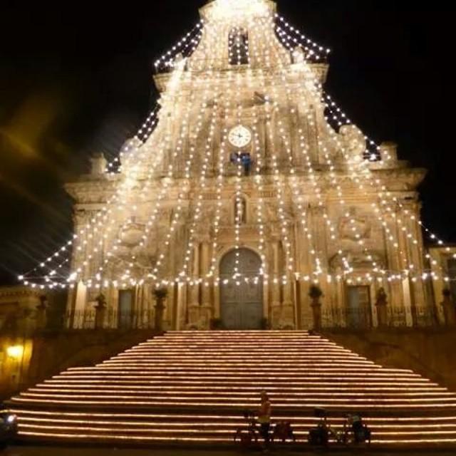 Sicilya'nın Noel Ağaçları ile yol yazıları devam ediyor. :) Alberi di Natale in Sicilia / Christmas trees in Sicily  Bisikletgezgini.com/avrupa  #girodisicilia #bicicletta #bisiklet #bicycle #bicycletour #touring #touringbicycle #cycling #cycletouring #gezgin #travel #traveller #explorer #yolculuk #yol #yolda #ontheroad #sicilia #sicily #Sicilya #italia #italya #italy #natale #alberodinatale #noelağacı #christmastree #palazzoloacreide