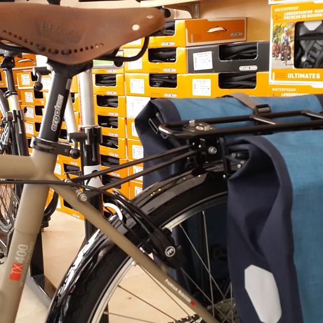 #Ortlieb yeni renkleriyle yeni bisikletler yaratıyor.  VSF 2015 rengi mat kum.  #vsf #vsffahrradmanufaktur #bisiklet #bisikletçantası #TX-400 #backrollerplus #brooks