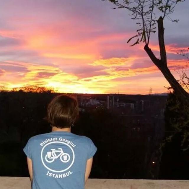 Bisiklet Gezgini logolu fotoğraf yarışması için örnek bir fotoğraf. :) Detaylar için bisikletgezgini.com  #bisiklet #fotoğraf #yarışma #Madrid #yolda